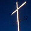 La croce sul Colle di Santa Lucia è accesa!